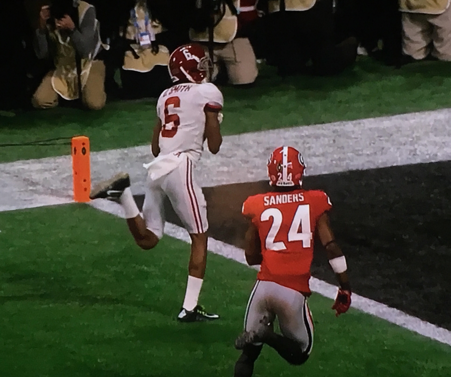 DeVonta Smith makes the championship-winning touchdown catch.