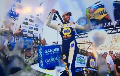 ELLIOTT STEALS WIN LATE AT DOVER