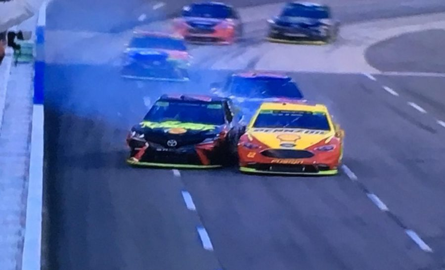 Logano+and+Truex+Jr.+racing+to+the+line+at+Martinsville