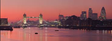 https://upload.wikimedia.org/wikipedia/commons/6/6e/London_Thames_Sunset_panorama_-_Feb_2008.jpg