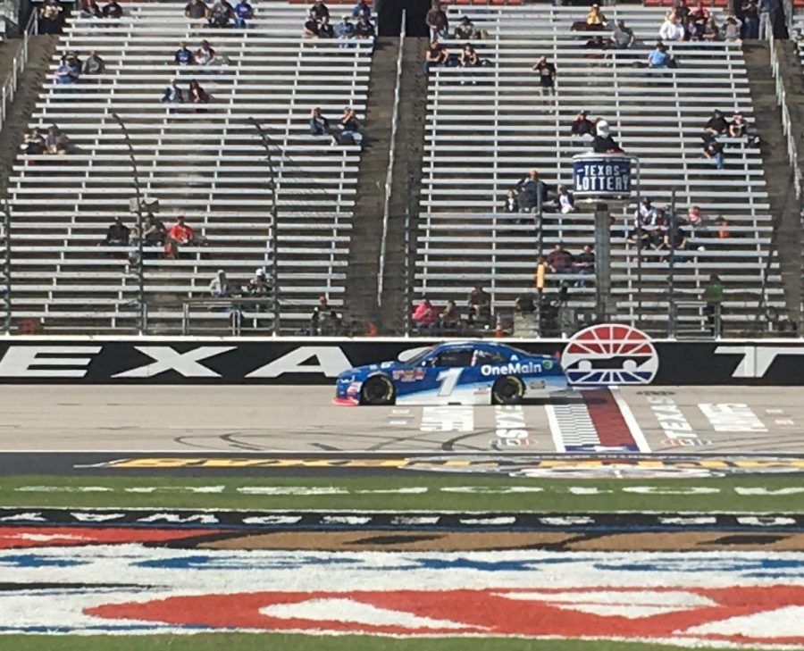 Elliott Sadler qualifying before the O'Reilly Auto Parts 300 at Texas Motor Speedway