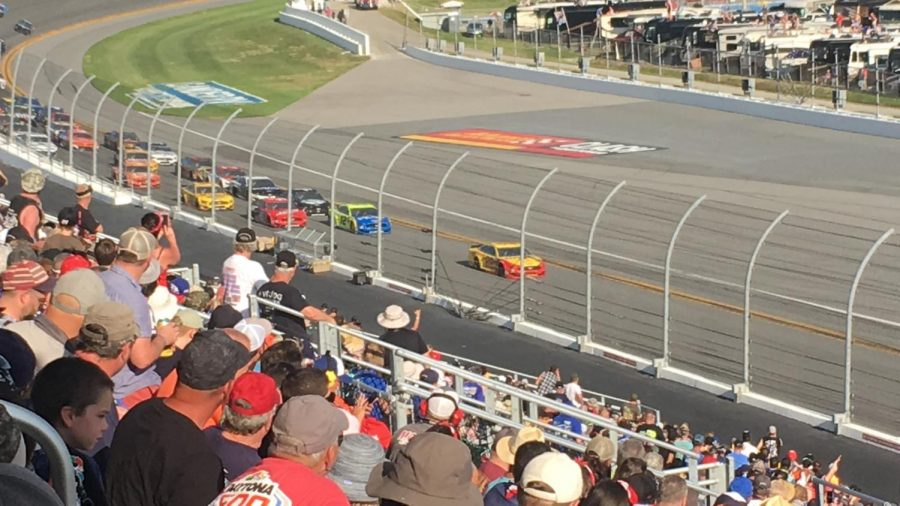 Joey Logano leads the field off of turn 4 in the 61st annual Daytona 500
