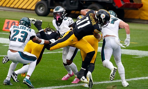 PITTSBURGH, PA - OCTOBER 11:  Chase Claypool #11 of the Pittsburgh Steelers rushes for a 2 yard touchdown in the first half against the Philadelphia Eagles on October 11, 2020 at Heinz Field in Pittsburgh, Pennsylvania.  (Photo by Justin K. Aller/Getty Images)